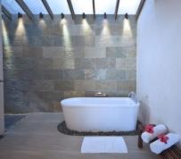 bluewatermaribago-newpremierdeluxe-bathroom_r